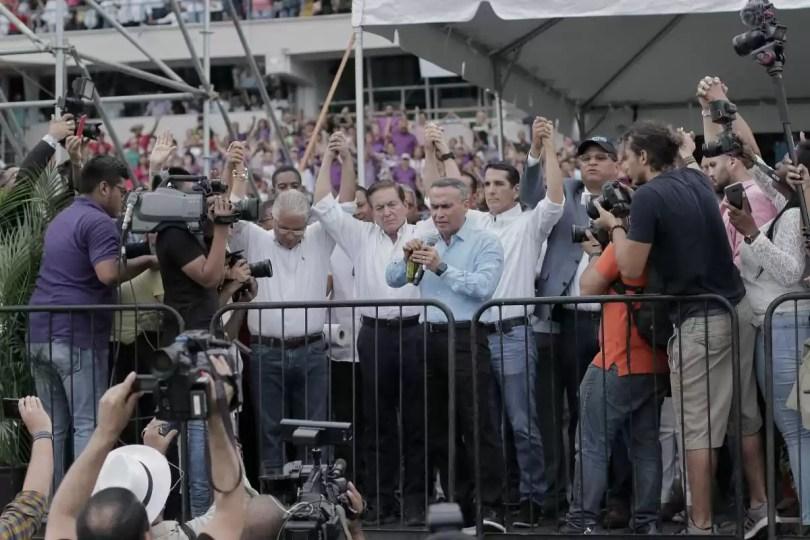 Blandón, Cortizo, Roux y Flores reciben la simbólica unción de aceite en evento evangélico