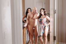 Kendra Lust y Peta Jensen comparten a Johnny Sins 7