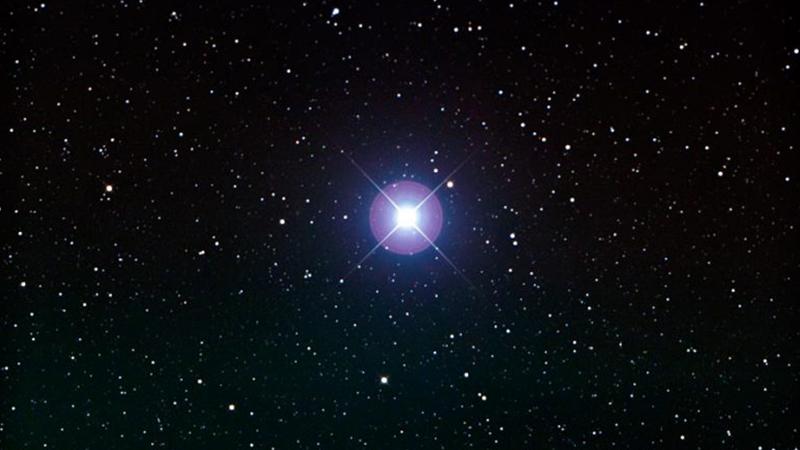 en parlak yıldızlar arasında 2. sırada olan Canopus görseli.