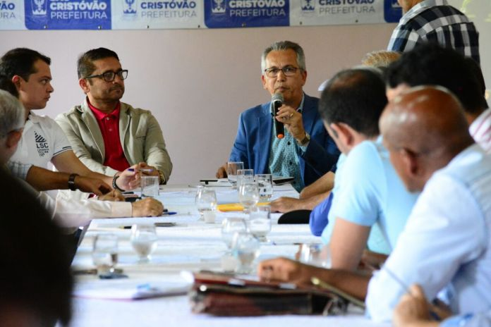 Marcos Santana enfatiza a necessidade de se repensar o destinos das emendas