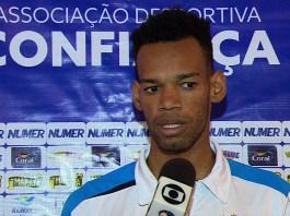Anderson, zagueiro do Confiança pode assinar com o Grêmio (Foto: José Gilton / TV Sergipe)