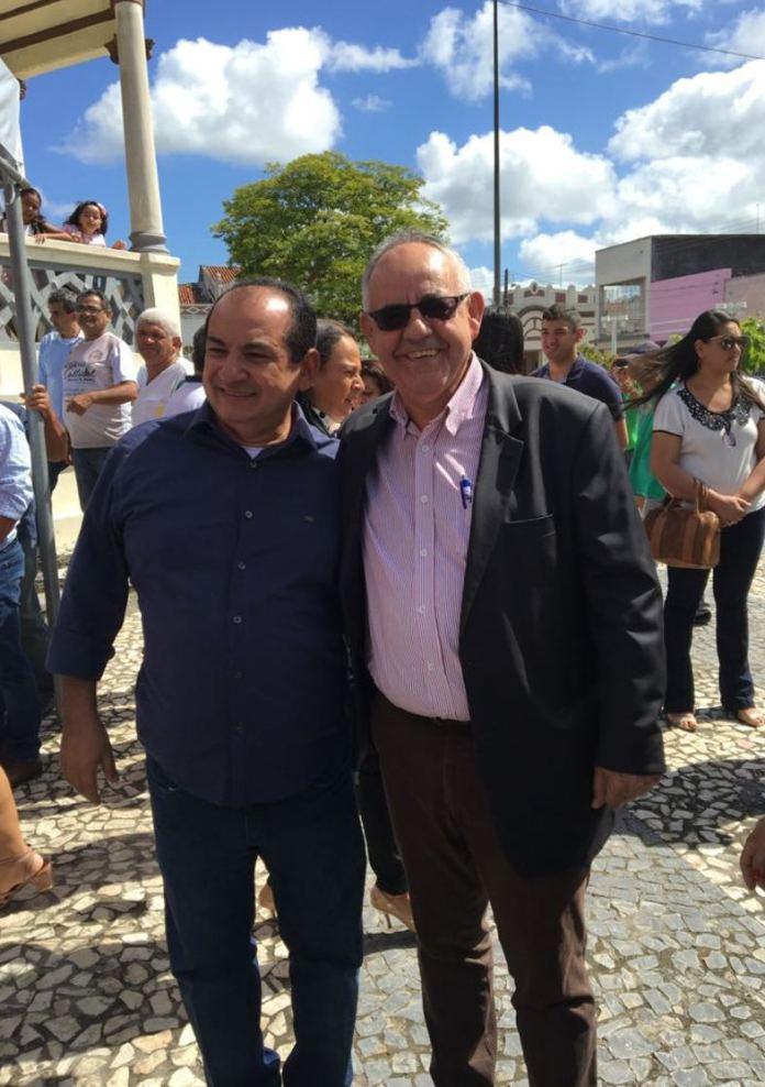 Com o amigo e homônimo, José Valmir Monteiro, prefeito de Lagarto