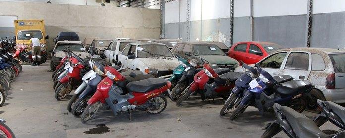Pátio no Departamento de Trânsito e Transportes Urbanos – DTTU com veículos apreendidos