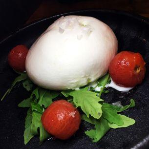IMG_3696-Inclan-Brutal-Bar-Madrid-Burrata-Pesto-Tomate