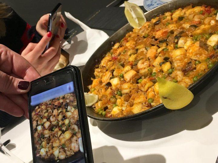 Paella de mar con pescado y marisco Restaurante El Aliño