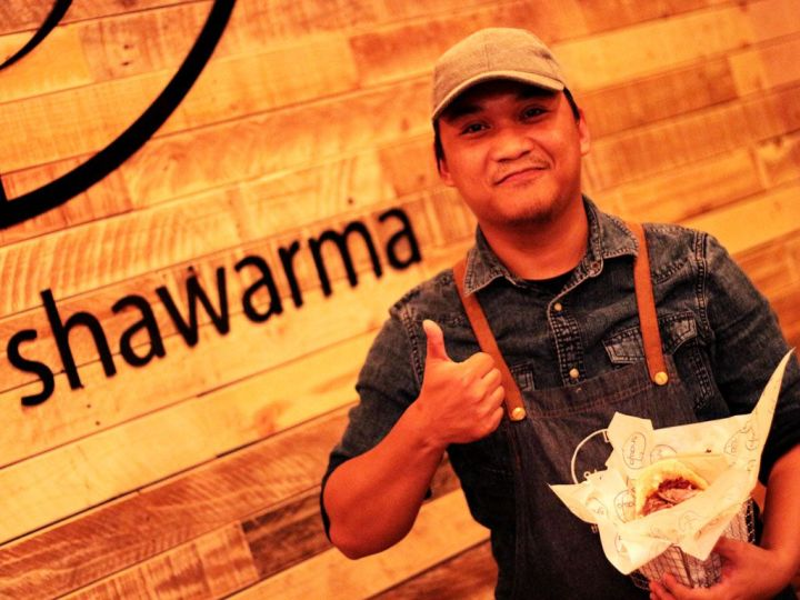 Shawa-Shawarma-Empleado
