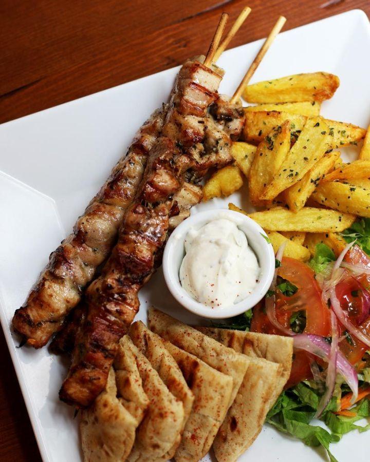 Suvlaki-de-pollo---Egeo-Suvlakeria-Griega-Restaurante-Madrid