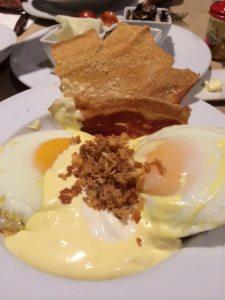 Huevos benedictinos Cafe Murillo