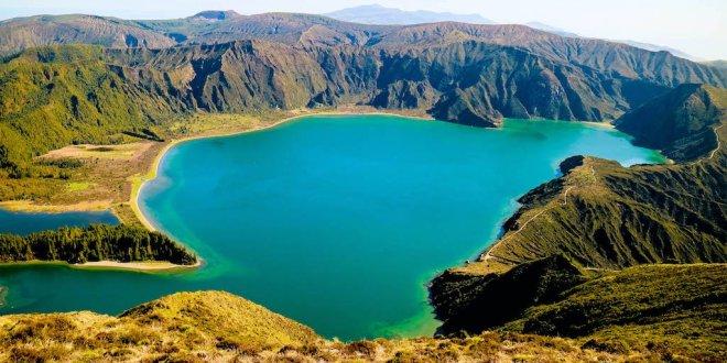 Lagoa do Fogo en el interior del volcán Fogo en Sao Miguel