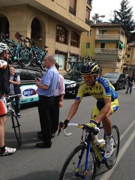 Alberto Contador s'en va à la signature lors de la première étape. Le soir il sera leader du général !