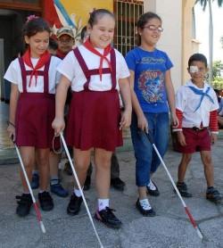 Niños con visión baja o limitada pertenecientes a la Escuela para ciegos y débiles visuales Antonio Suárez Domínguez, reciben atención integral para su desarrollo, en el aniversario 50 de la Educación Especial,  en Camagüey el 2 de diciembre de 2011. AIN FOTO/ Rodolfo BLANCO CUE