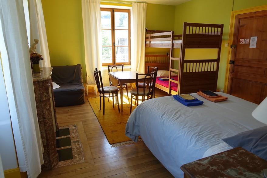 chambres d'hôtes la Gémuloise chambre côté cour côté jardin