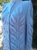 des feuilles en relief au tricot