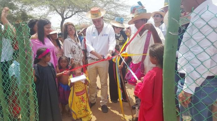 Aspecto de la inauguración del pozo, presidida por Nemesio Roys Garzón, subdirector del Departamento para la Prosperidad Social.