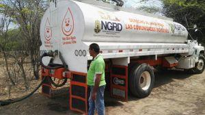 La entrega de agua, también fue un aporte de la empresa Electricaribe.