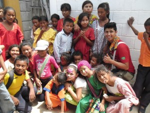 Felices se encontraban los niños de la comunidad indigena.