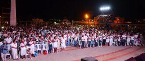 Uribia vivió una noche de entusiasmo colectivo. Por primera vez en la historia del municipio se congregaron más de mil personas para reflexionar y escuchar temas de paz.