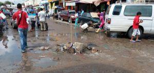 Producto de fugas, aguas blancas, también se observa en este sector de Maicao.