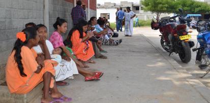 los-indigenas-esperando-copia