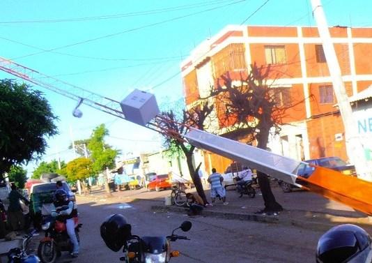 La torre de Wifi, se encuentra averiada por un vehículo que la chocó.