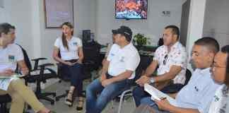 Aspecto de la reunión que se realizó en Riohacha con presencia del viceministro de agua, José Luis Acero y el alcalde de Riohacha, Juan Carlos Suaza y funcionarios de ambas entidades.