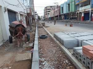 En la calle 14 los trabajos se iniciaron hace 8 meses y las maquinas y materiales siguen esperando las manos obreras.