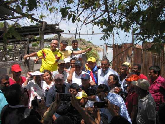 Los comerciantes, junto al alcalde y gobernador se trasladaron hasta el Matadero y observaron sus instalaciones.