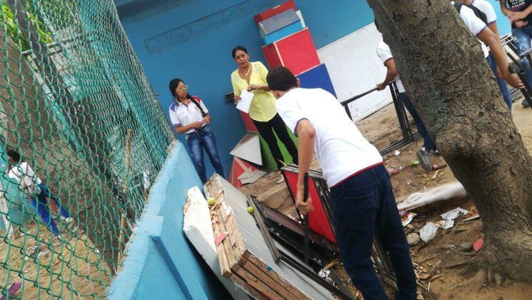 Docentes y estudiantes se unieron en esta jornada de limpieza