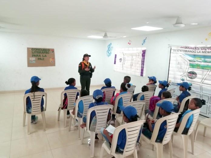 """Muchos niños que habitan en el municipio de Fonseca, están participando de un concurso literario en el cual el tema principal fue """"Todos Somos Constructores de Paz""""."""