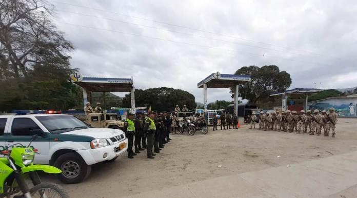 Un piquete de policías, militares y personal de inteligencia se trasladaron desde Riohacha al municipio de Dibulla, específicamente a los corregimientos que quedan en la Troncal del Caribe, para hacerle acompañamiento a la población.