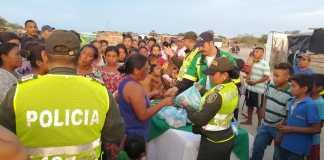 Aspecto de la entrega de comida a cambio de devolución de las armas blancas en Maicao.