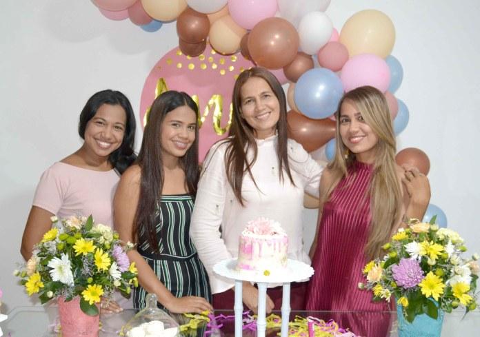 Ana García Ricardo en compañía de sus hijas Yosana, Widad y Rosa Sánchez.