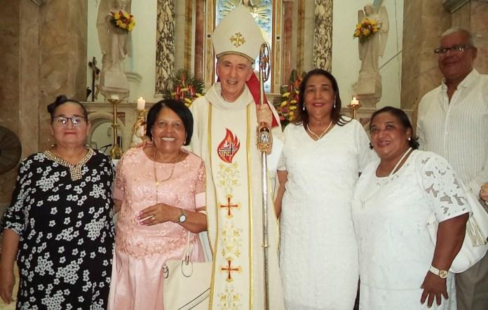 Grupo de mujeres líderes de los apostolados de diferentes parroquias.