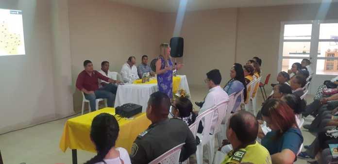 La comunidad estuvo expectante a la información que entregaba la presidenta de Findeter, Sandra Gómez.