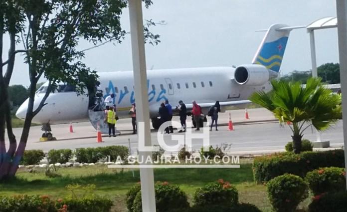 El avión en plataforma, en el aeropuerto Almirante Padilla de Riohacha.