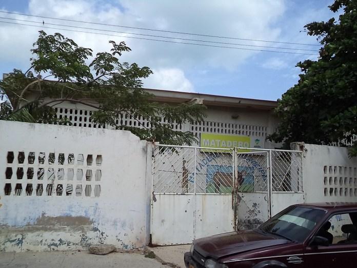 El matadero municipal lleva varios meses cerrado pero presenta muestras de insalubridad, esperan que sea trasladado.