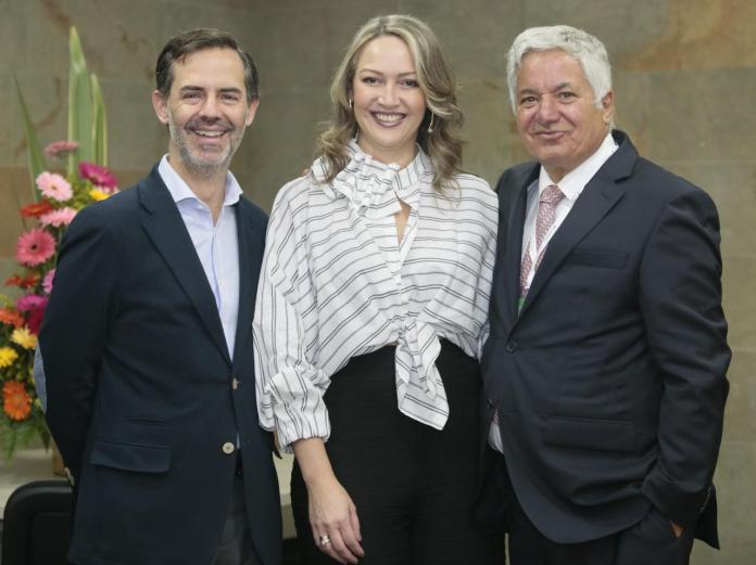 Julián Guerrero Orozco, viceministro de Turismo; Paula Cortés Calle, presidenta de Anato y el empresario Jean Claude Bessudo.
