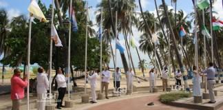 En la plazoleta sobre el Malecón, en la avenida primera fueron izadas las banderas de los corregimientos de Riohacha.