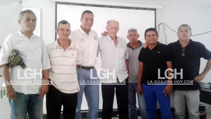 Los responsables de la obra, que consiste proteger el río Cargabarros en El Molino.