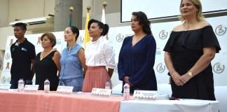 Personalidades de la mesa principal en la ceremonia de graduación de Nuevos Retos en el Abordaje Integral de la Escnna y la Trata de Personas desde un Enfoque Diferencial.