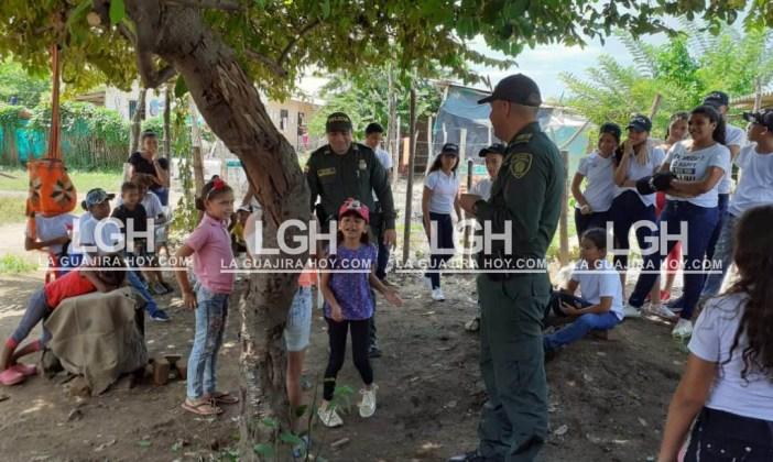 Aspecto de la olla comunitaria que realizó la Policía en el barrio Ocho de Enero de Fonseca.