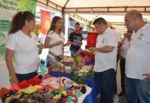 El alcalde Juan Carlos Suaza Movil, visitó la feria y dialogó con los emprendedores.