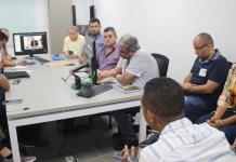 En reunión de trabajo el alcalde de Riohacha Juan Carlos Suaza Movil y Contralor delegado de la Unidad Seguimiento y Auditoría de Regalías, Reinaldo Duque González, con sus equipo buscan alternativas que permitan culminar el proyecto.