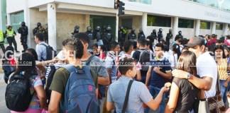 Estudiantes de la Universidad tenían bloqueada la calle Primera, entre carreras 5 y 7.