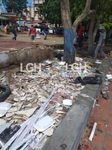 Las basuras en los parques también es obra de los migrantes.