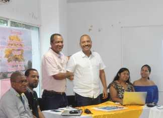 Aspecto del empalme entre; el alcalde entrante Marlon Amaya Mejía y el saliente Bienvenido Mejía Brito.