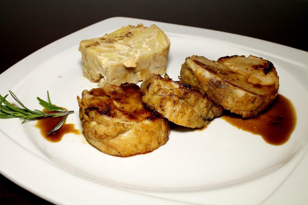 Pierna de lechal deshuesadacon pastel de patatas panadera (2).JPG