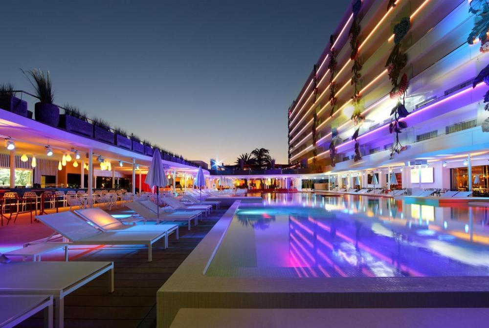 USHUAÏA IBIZA BEACH HOTEL - THE TOWER - PISCINA 1.jpg
