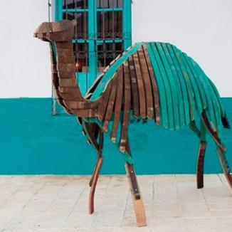 escultura muebles reciclados materiales barricas vino duelas madera