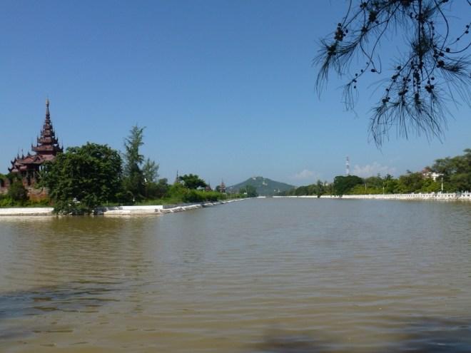 Palais et colline de Mandalay